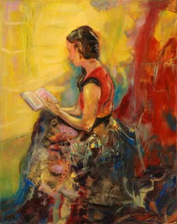 This image represents a young woman sitting on her side reading a book, in a figurative style, on the other hand her dress and the environment that surrounds her represent an atmosphere full of abstraction painted with spatula and where reddish tones predominate. This is a vertical painting painted in oil on canvas of medium size